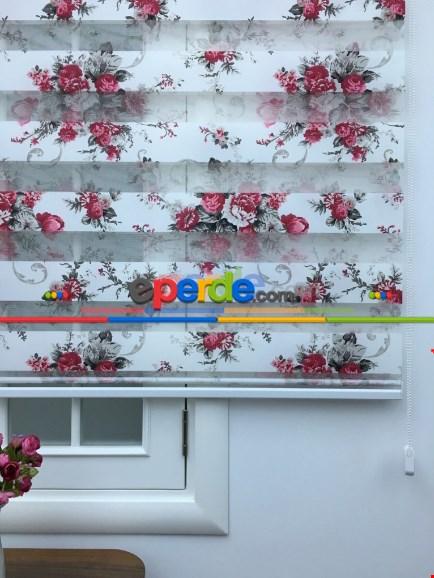 Füme - Kırmızı Çiçekli Baskılı Zebra Perde Yeni Sezon Ürünü