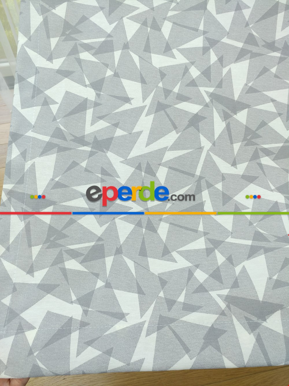 Geometrik Desenli Fon Perde ( Leke Tutmaz )